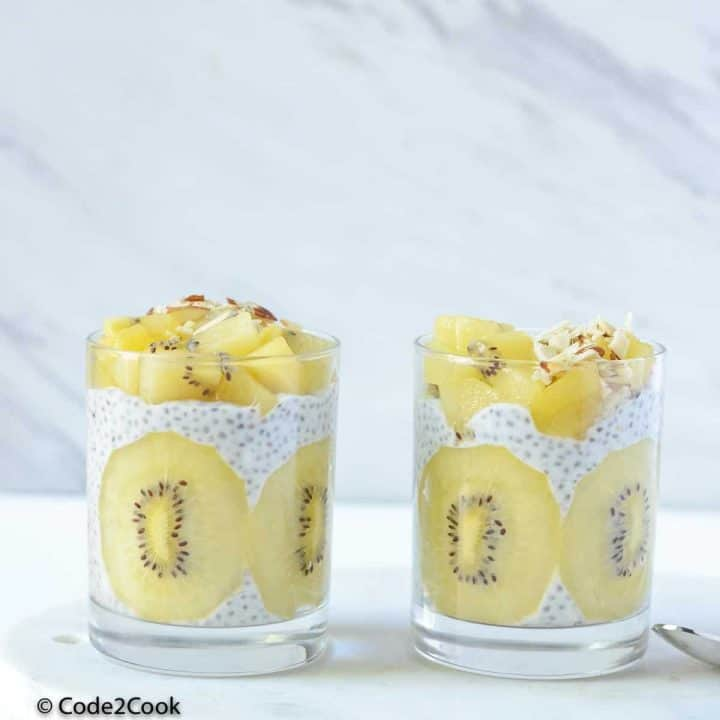 Front view of kiwi chia pudding, served in glasses