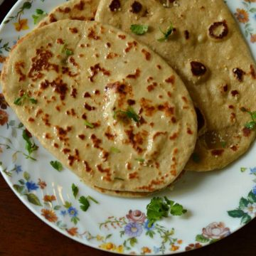 Yeast naan is an unleavened Indian flatbread which is very popular in restaurants. Naan's can be made with yeast or without yeast.