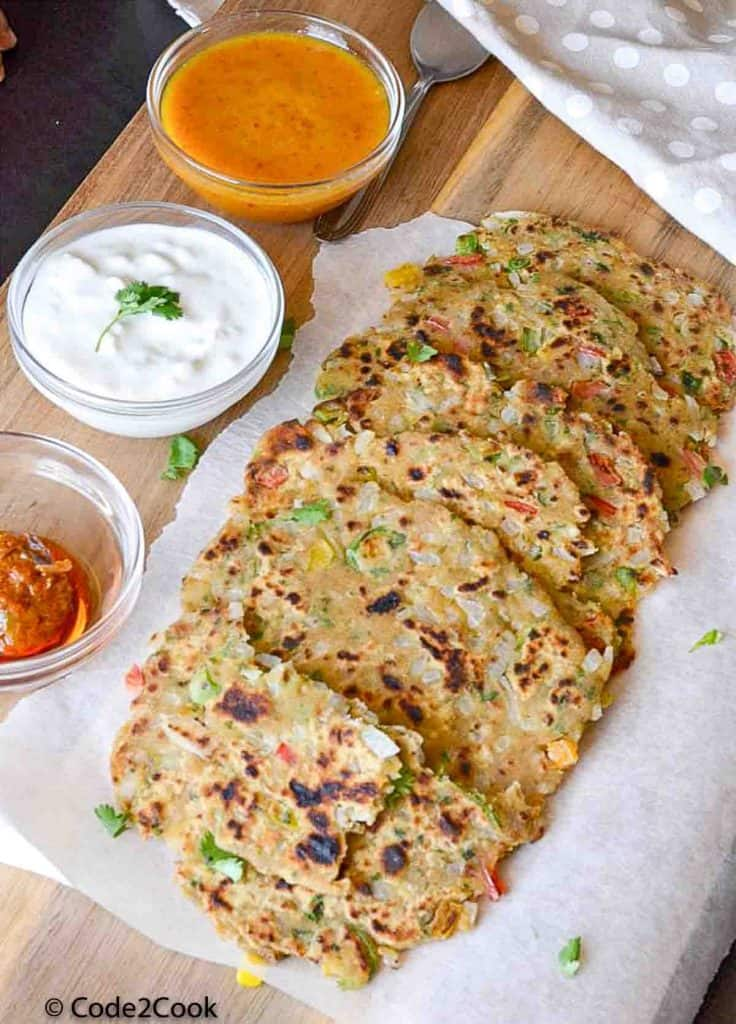capsicum paratha served with chutney, curd and pickle.
