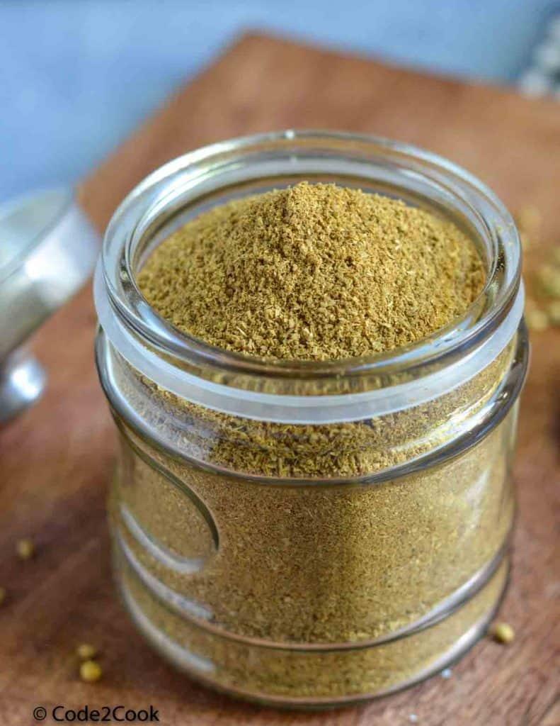 a close click of dhaniya powder stored in the jar