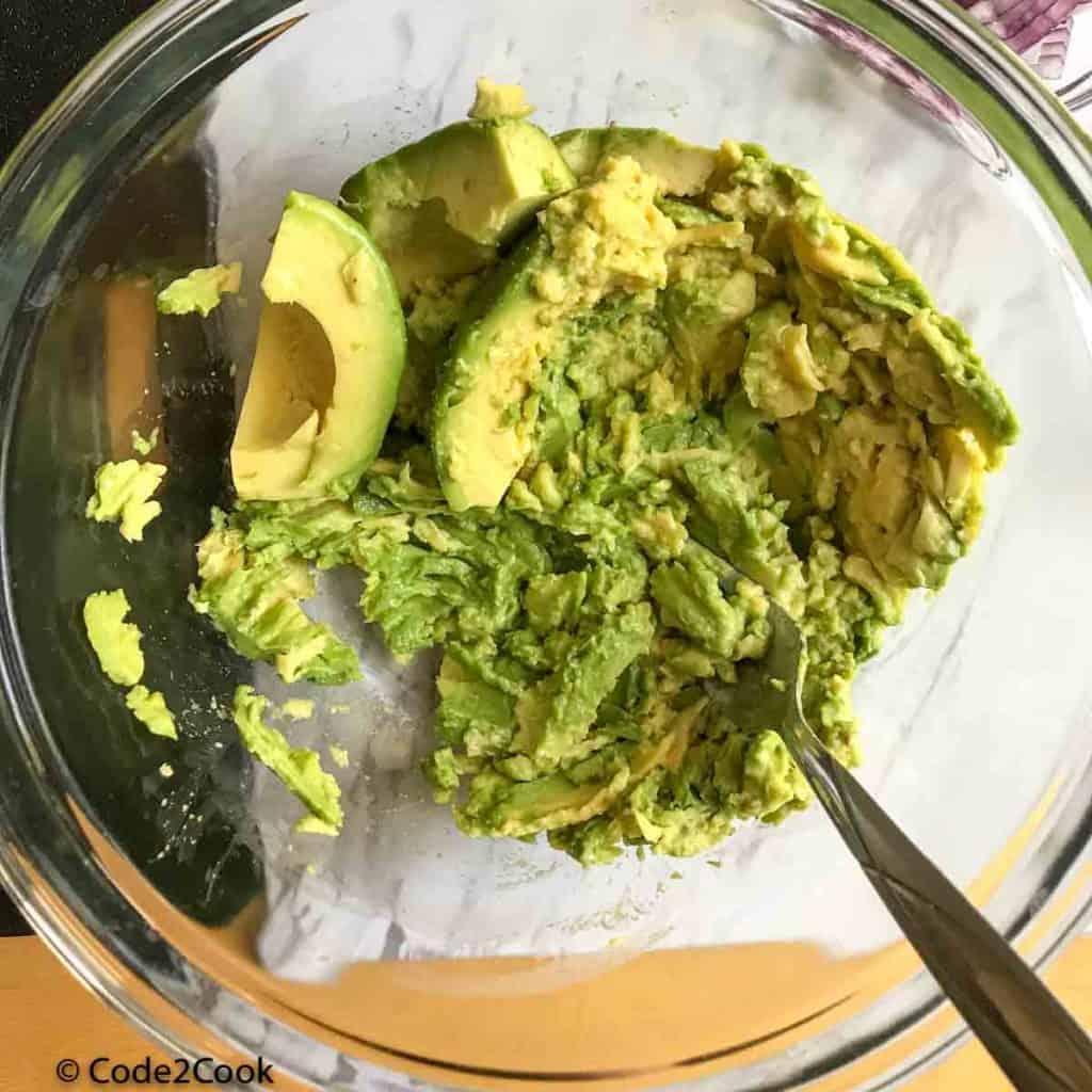 avocado mashed using fork